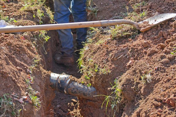 Pipeline, Pipeline Safety, Man Digging and Pipeline